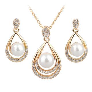 Lănţişor şi cercei cu perlă